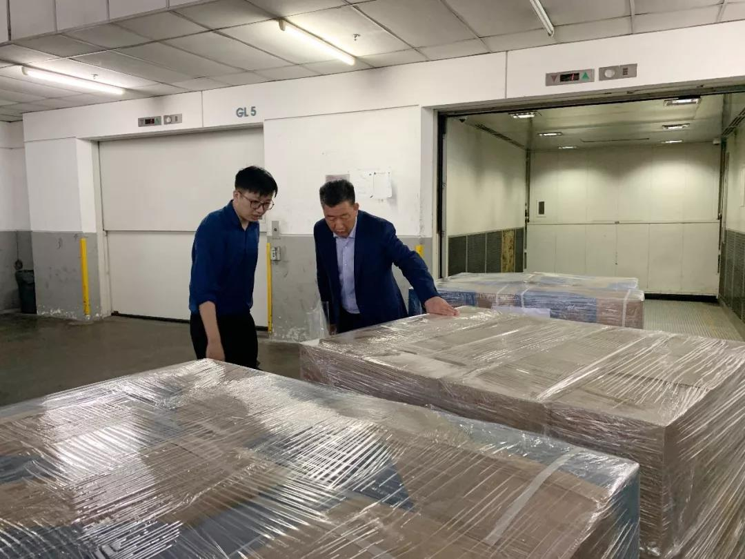 全球采购近6万件紧缺防护物资顺利抵杭!全力支援疫情防控 富春控股在行动